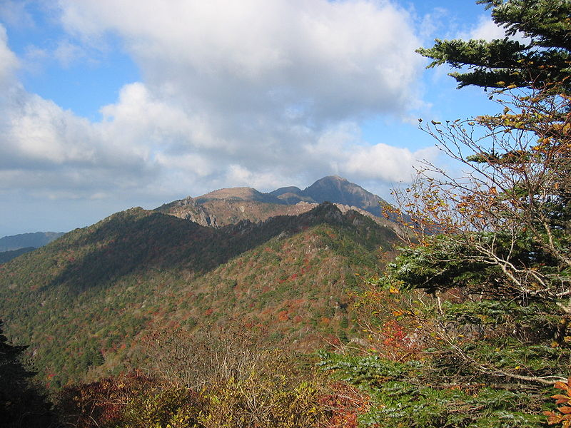 800px-Korea-Mountain-Jirisan-07